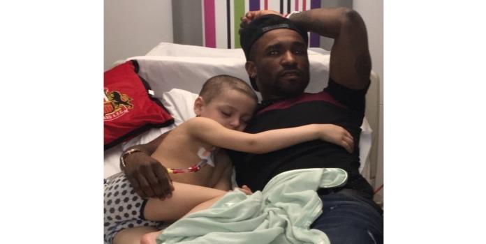 Jermain Defoe pasa la noche en el hospital junto a niño con cáncer terminal