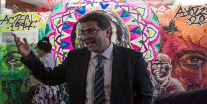 Armando Ríos Piter renuncia al PRD