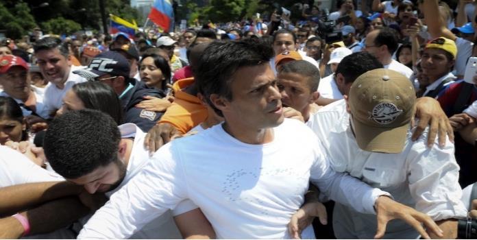 El opositor venezolano Leopoldo López cumple 3 años en prisión