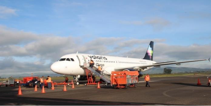 Volaris también cobrará la primera maleta documentada