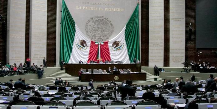 Reciben diputados firmas ciudadanas para quitar pensiones a expresidentes