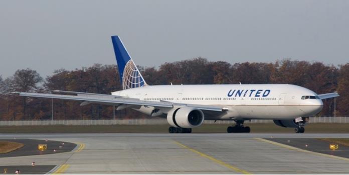 United Airlines impide acceso a pasajeras por vestir leggins