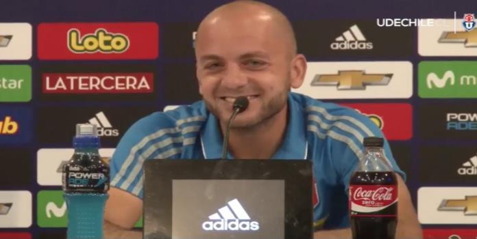 VIDEO: Jugador se parte de la risa durante conferencia de prensa por 'broma de los gemidos'