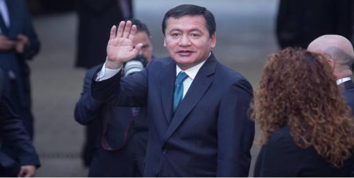 Osorio Chong renuncia a la Segob