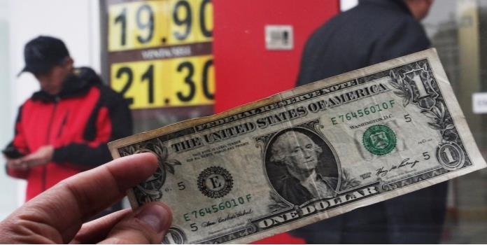 El dólar avanza 5 centavos y se vende en $20.65 en bancos