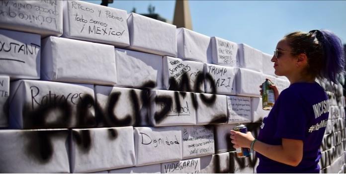 Derriban muro simbólico en Ángel de la Independencia (VIDEO)