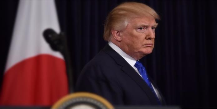 Donald Trump defiende su veto migratorio en Twitter