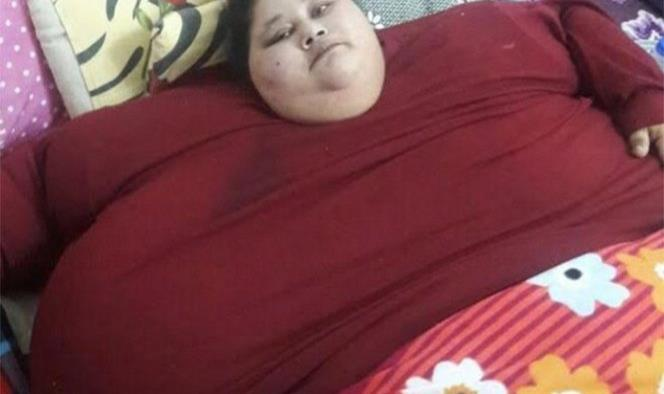 Mujer de 500 kilos llega a India para ser operada