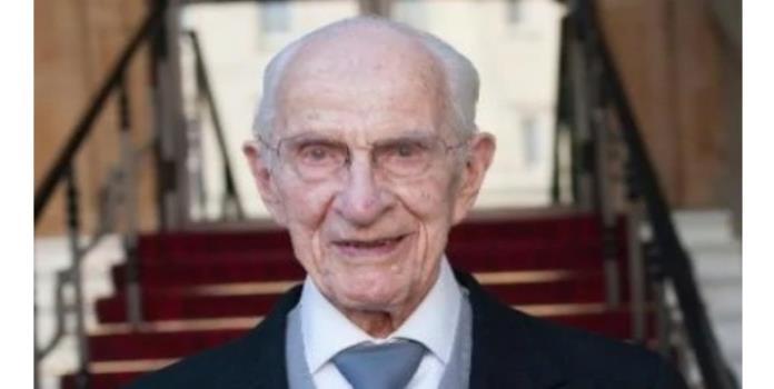 A sus 105 años, este médico sigue trabajando