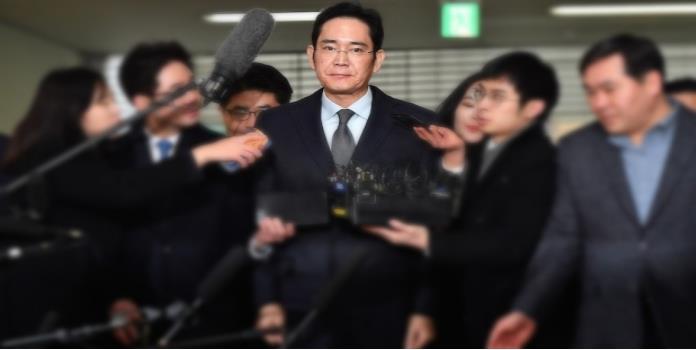 Arrestan a vicepresidente de Samsung por sobornos