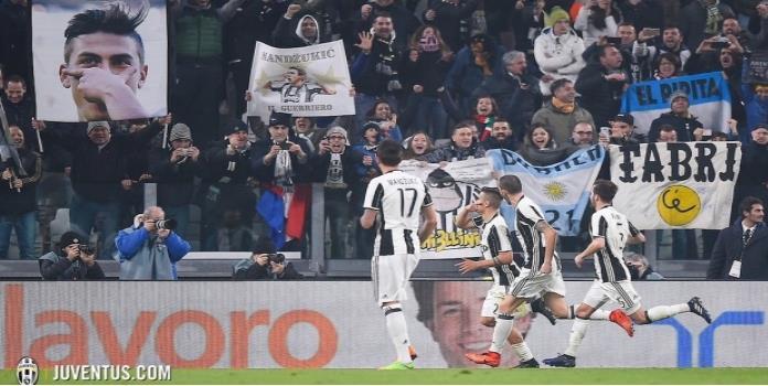 VIDEO: La Juventus se impone al Napoli y tiene pie y medio en la final de la Copa de Italia