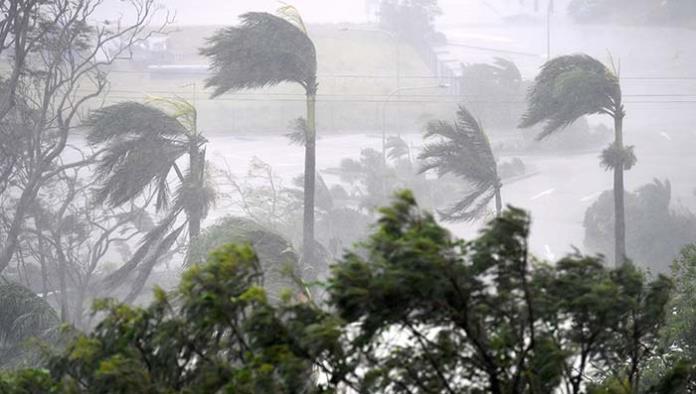 Ciclón 'Debbie' se degrada a su paso por Australia, pero causa daños