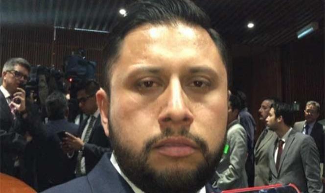 Tras 28 horas, Enrique Tarín sale de la Cámara de Diputados