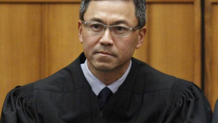 Juez en Hawai extiende bloqueo a veto migratorio