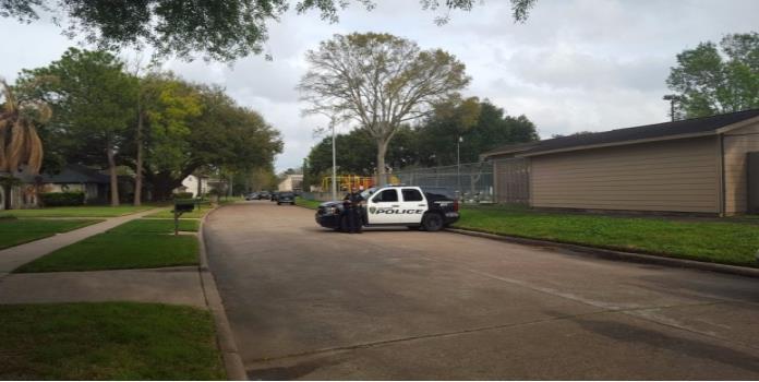 Hieren a 2 oficiales durante tiroteo en Houston