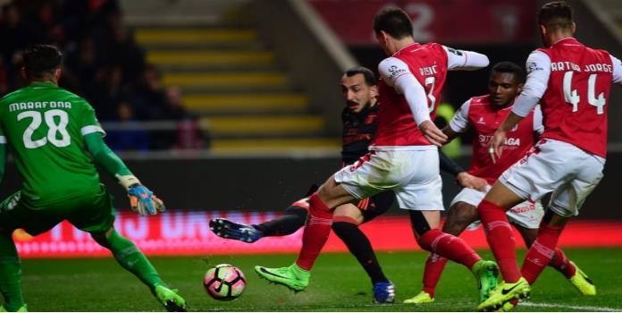 Benfica recupera el liderato; Raúl Jiménez jugó 18 minutos