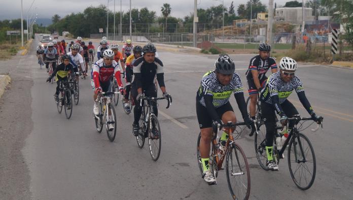 Triunfan ciclistas  en carrera de 60k