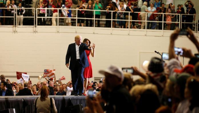 Afirma Trump que la Casa Blanca funciona sin problemas