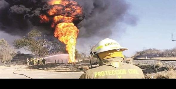 Arde ducto de Pemex