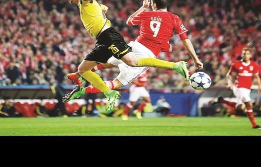 Jiménez y Benfica le pegan al Borussia