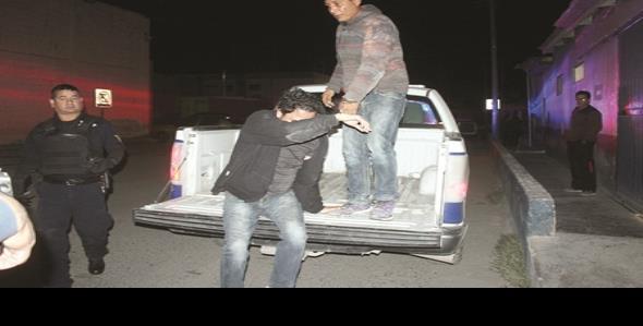 Encierran policías a golpeador de mujeres