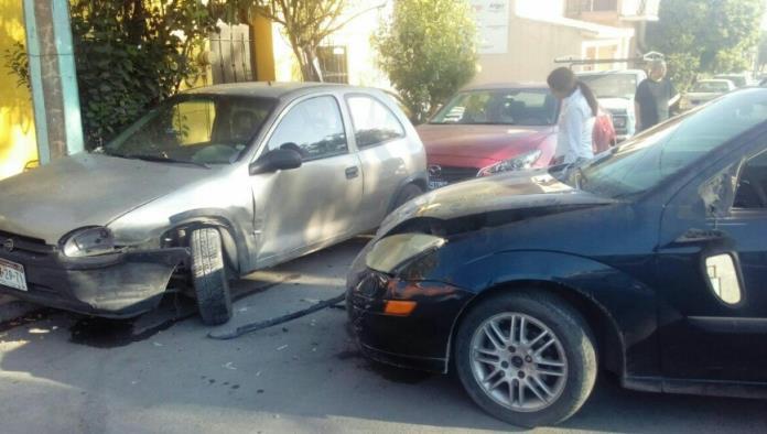 Le falla auto y se estampa
