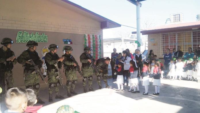 Celebran parvulitos al Ejército Mexicano