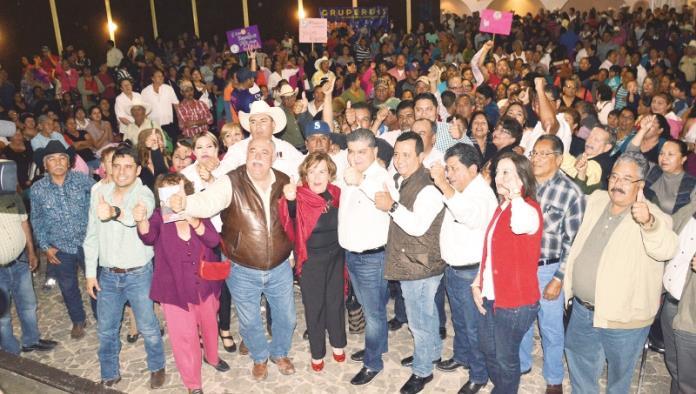 Cientos de priistas arropan a Riquelme