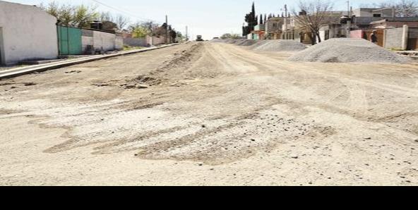 Inundan fugas de agua las calles de Castaños