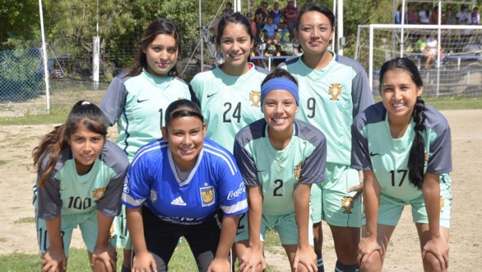Las Chicas Magna dispuestas a mejorar dentro de la Liga Premier de Futbol Siete Escuela Rayados Acuña Femenil Libre.
