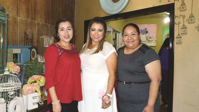 Daniela Estefanía despide su soltería