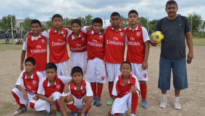 El equipo Arsenal quiere continuar protagonizando la Liga Premier de Futbol Siete Escuela Rayados de Acuña Infantil Mayor.