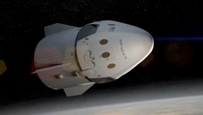 SpaceX llevará a dos individuos a un viaje alrededor de la luna
