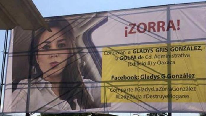 #LadyZorra, mujer engañada exhibe en espectacular a empleada municipal en Oaxaca