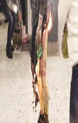 Incendia hombre vagón de metro