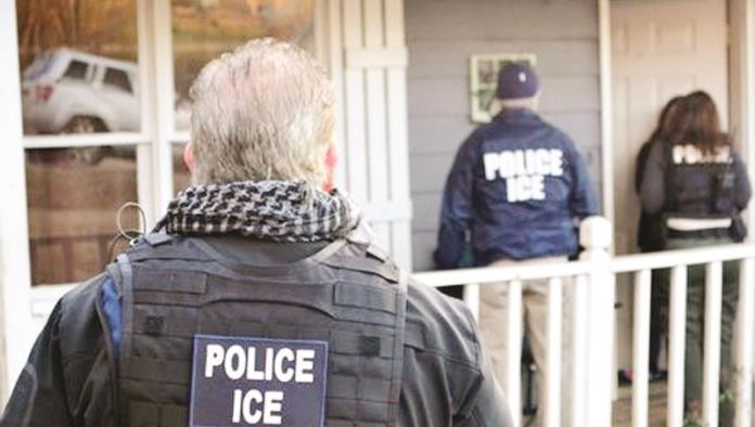 Detiene ICE a 84 ; la mayoría mexicanos