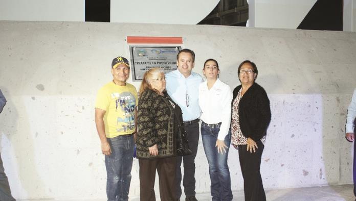 Entrega Gerardo García plaza de La Prosperidad