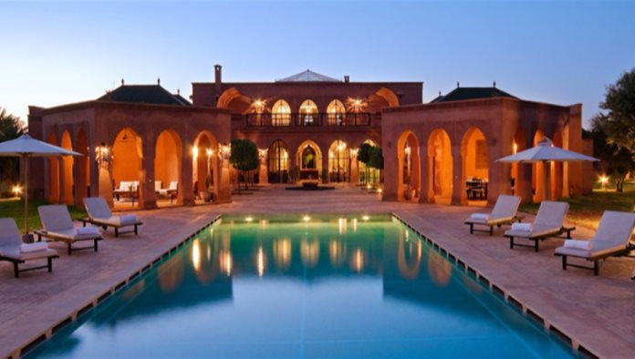 Un trabajo en el que te pagan por viajar y vivir en casas de lujo