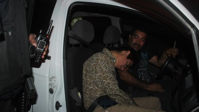 Borracho se queda dormido en el taxi