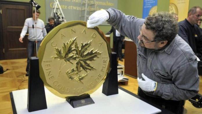 Roban de museo la mayor moneda de oro del mundo
