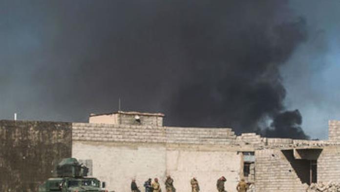 Hallan fosa común con más de cien cadáveres en Mosul