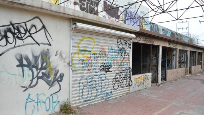 En total abandono, La Gran Plaza