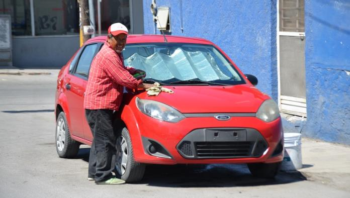 Exponen a un niño a deambular en la calle