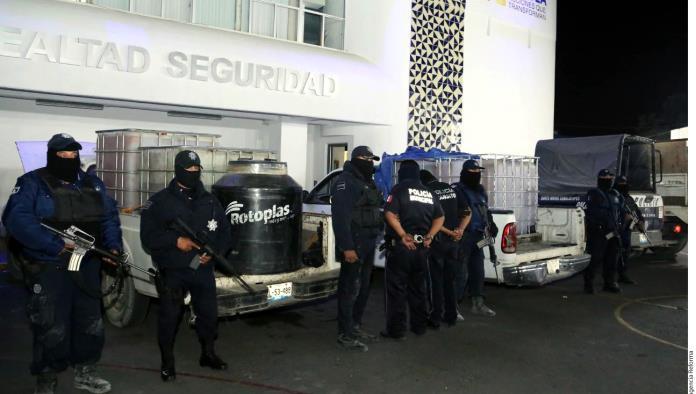 Cuidan policías a ordeñadores
