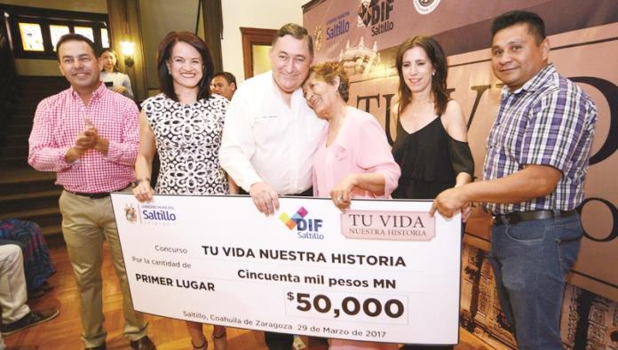 Premian a ganadores del 'Tu vida, nuestra historia'