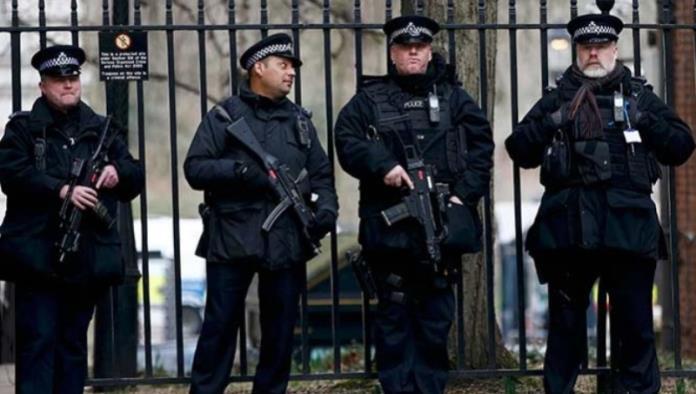 Afronta Reino Unido amenaza terrorista