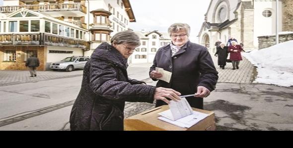 Relajan suizos ley sobre naturalización