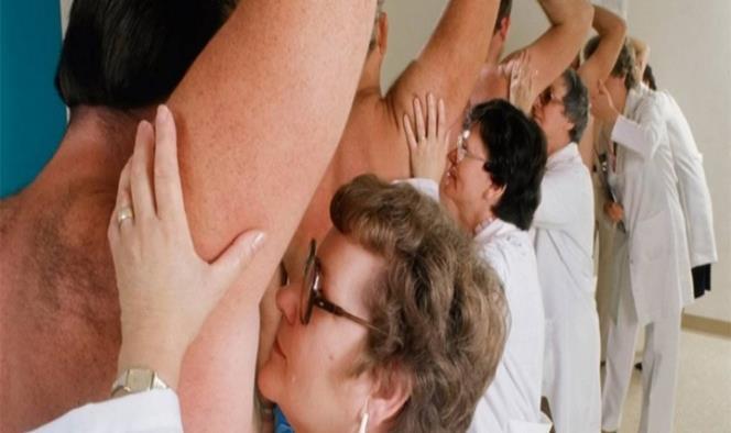 Un testeador de axilas es un empleo bien pagado que consiste en comprobar si los desodorantes funcionan o no. Fotografía: Aarp