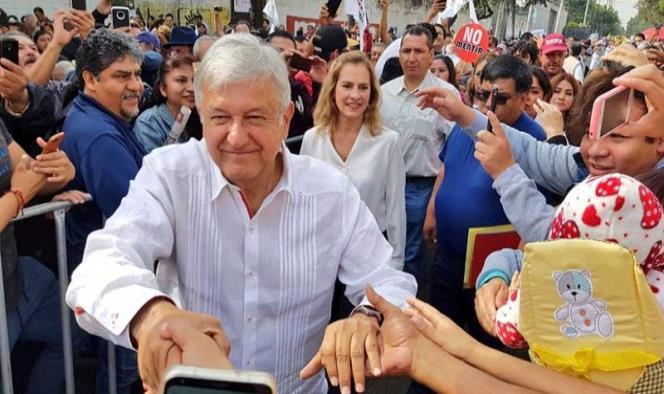 López Obrador estuvo esta mañana en Iztacalco, Ciudad de México (Foto Twitter: @PartidoMorenaMx)