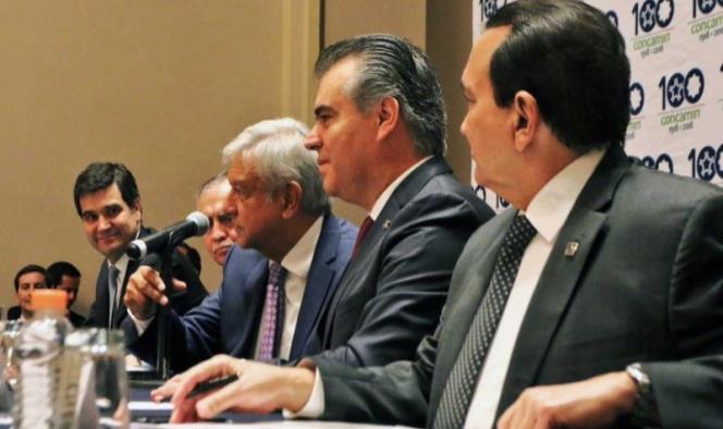 Andrés Manuel López Obrador en su encuentro con la Concamin. Imagen tomada de Twitter: @CONCAMIN